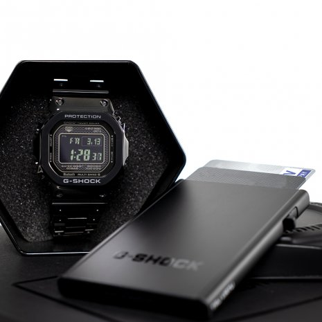 Classic Digital G-shock limited edition with Tru Virtu creditcardholder Spring and Summer Collection G-Shock